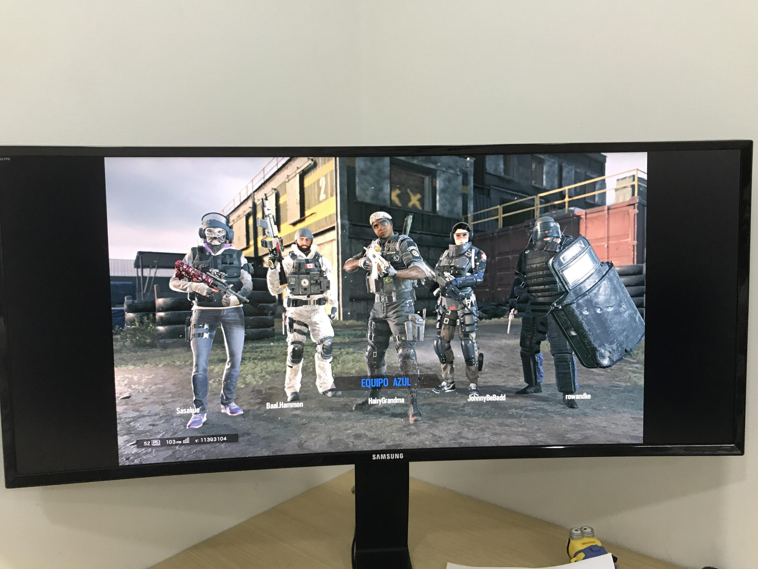 vertical black bars on an ultra wide monitor